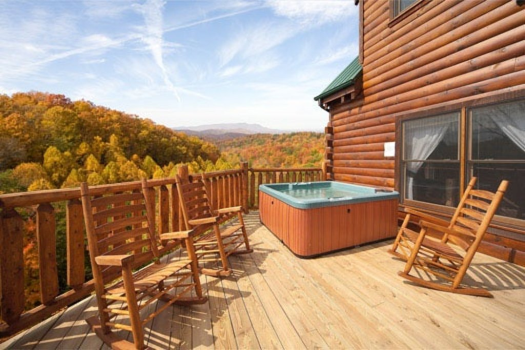 Photo of a Gatlinburg Cabin named Big Bear Cove - This is the second photo in the set.