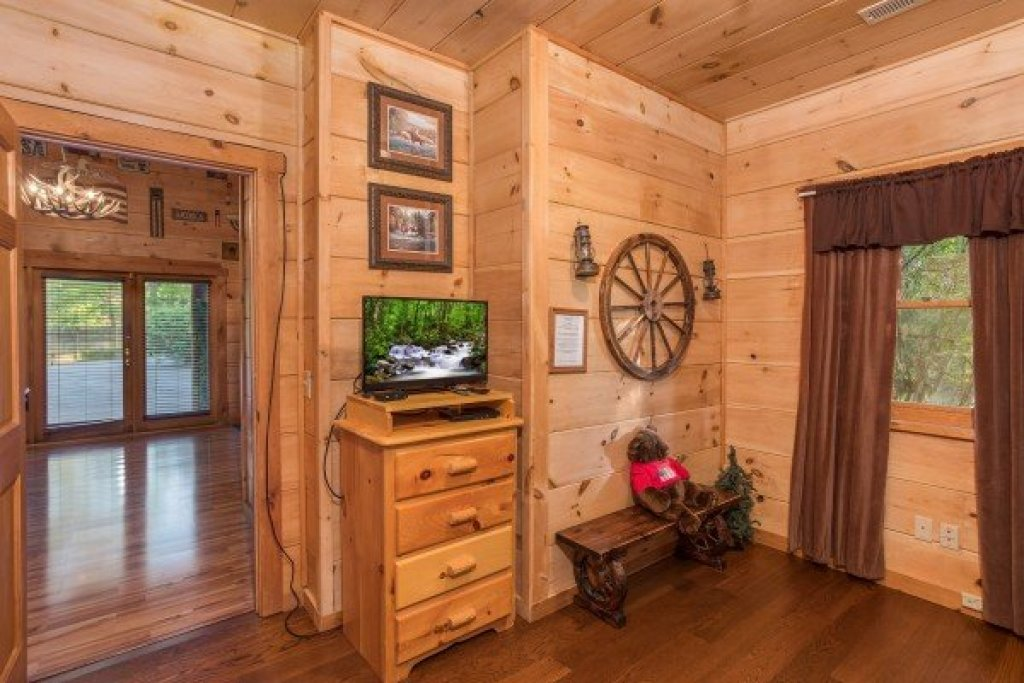 Photo of a Pigeon Forge Cabin named Patriot Pointe - This is the thirtieth photo in the set.