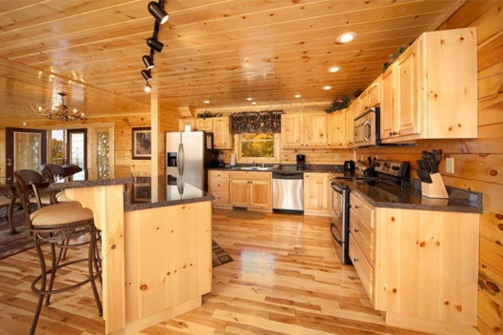 Photo of a Gatlinburg Cabin named Big Bear Cove - This is the sixth photo in the set.