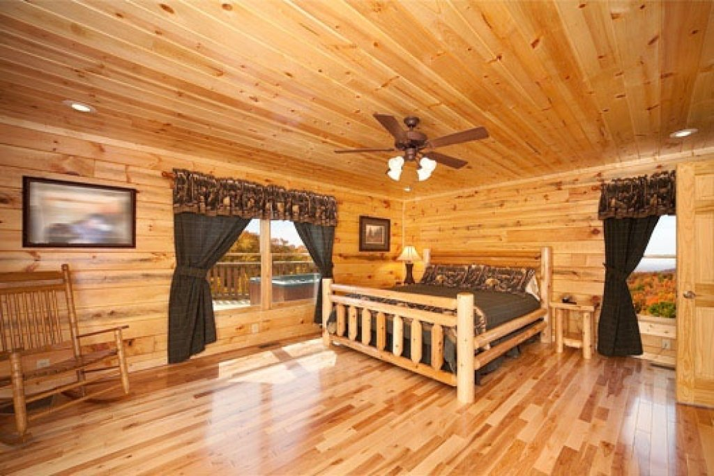 Photo of a Gatlinburg Cabin named Big Bear Cove - This is the ninth photo in the set.