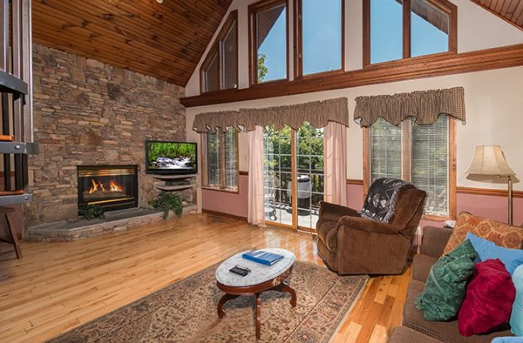 Photo of a Pigeon Forge Cabin named Ain't Misbehaven - This is the third photo in the set.