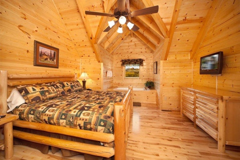 Photo of a Gatlinburg Cabin named Big Bear Cove - This is the eleventh photo in the set.