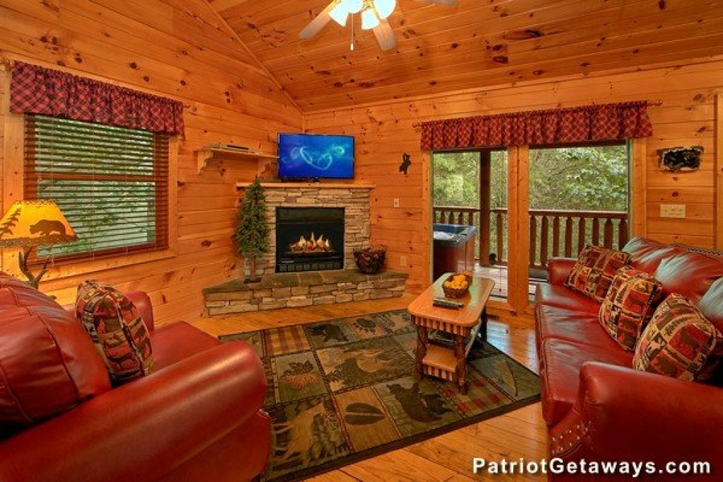 Photo of a Pigeon Forge Cabin named Bear House Retreat - This is the seventh photo in the set.