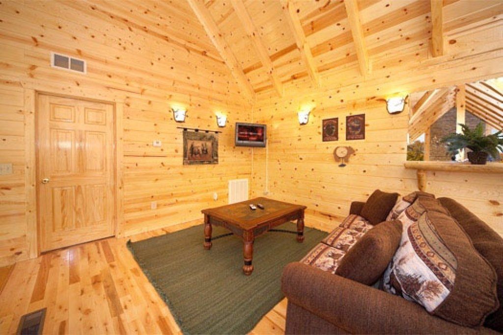 Photo of a Gatlinburg Cabin named Big Bear Cove - This is the twelfth photo in the set.