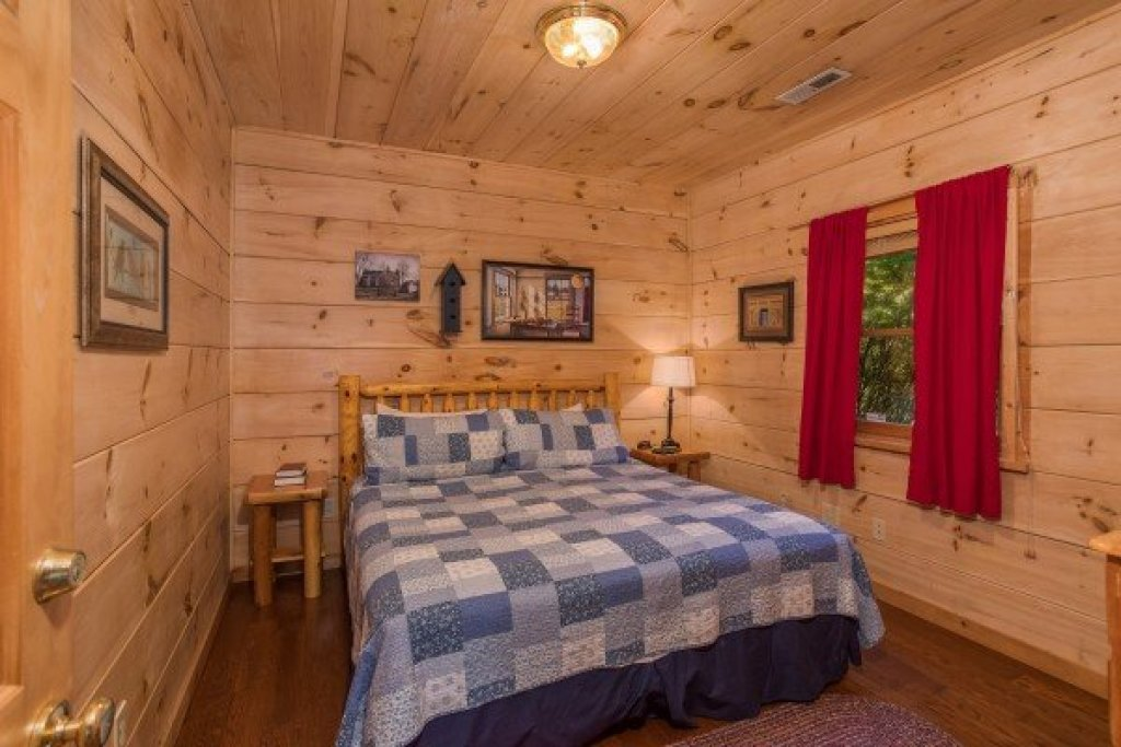 Photo of a Pigeon Forge Cabin named Patriot Pointe - This is the twenty-first photo in the set.