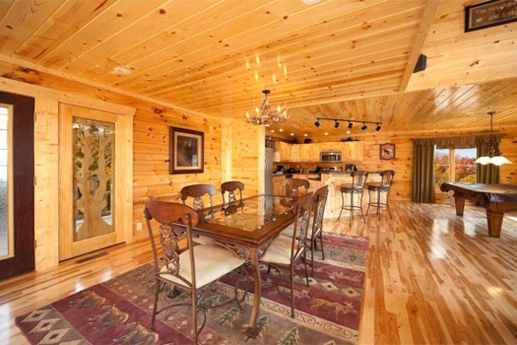 Photo of a Gatlinburg Cabin named Big Bear Cove - This is the eighth photo in the set.