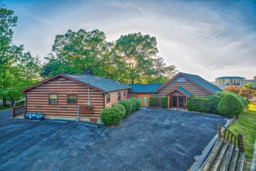 Photo of a Pigeon Forge Cabin named Patriot Pointe - This is the first photo in the set.