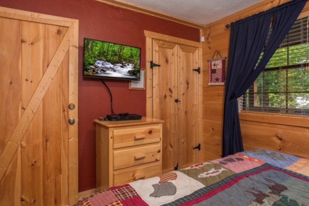 Photo of a Pigeon Forge Cabin named Patriot Pointe - This is the seventeenth photo in the set.