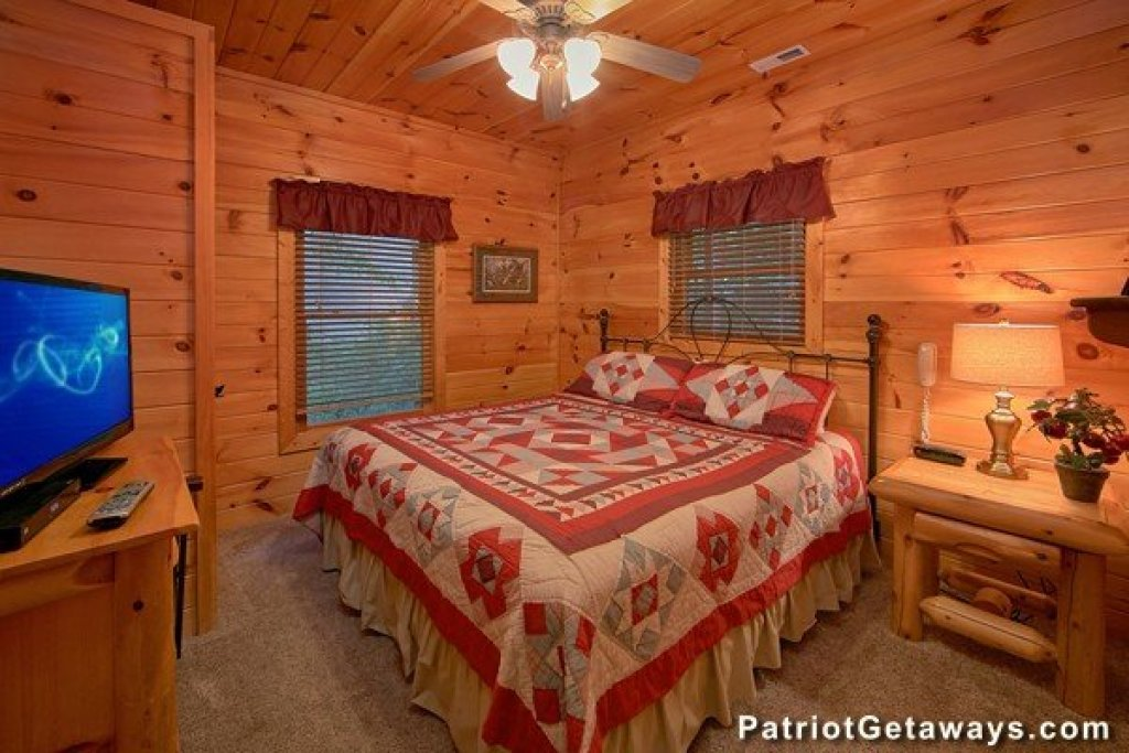Photo of a Pigeon Forge Cabin named Bear House Retreat - This is the fifteenth photo in the set.
