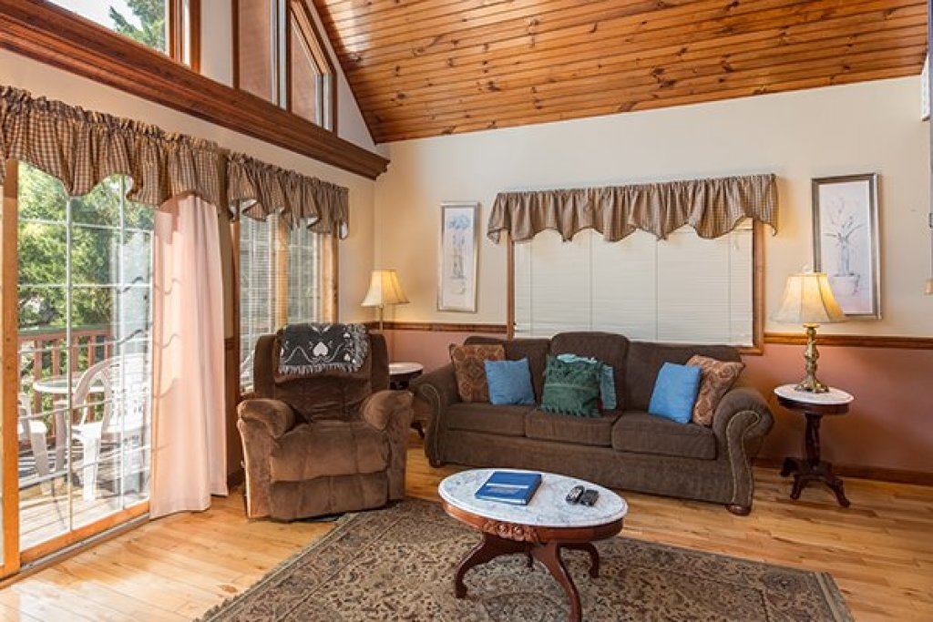 Photo of a Pigeon Forge Cabin named Ain't Misbehaven - This is the fourth photo in the set.