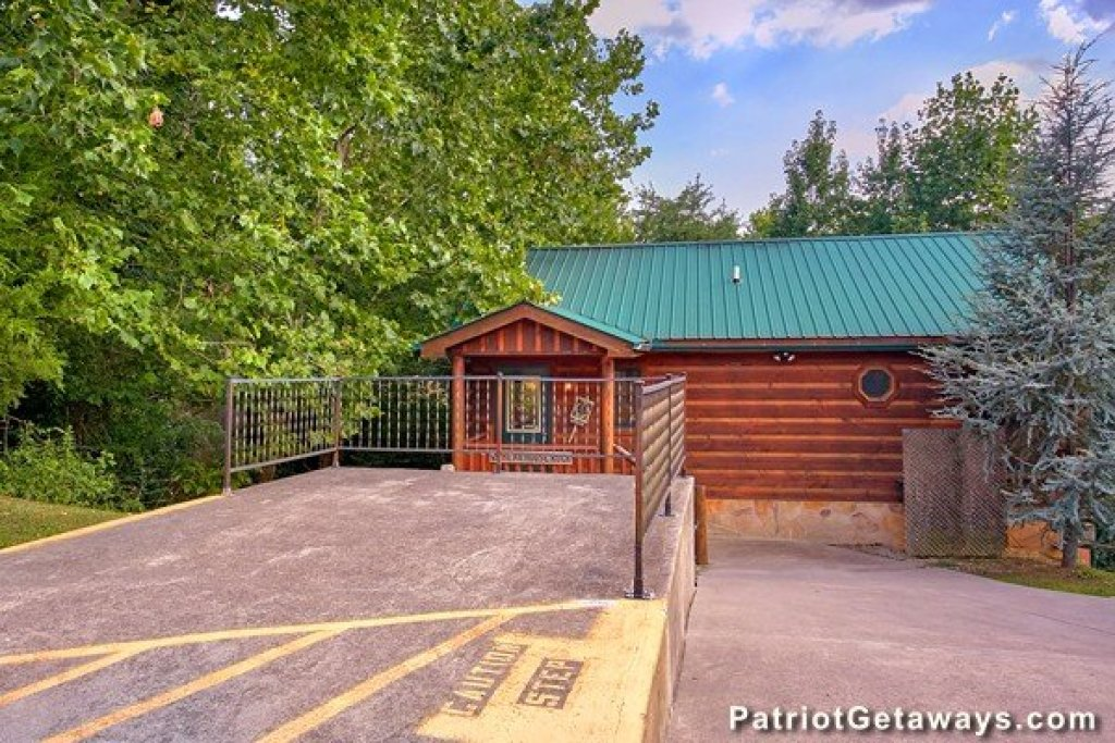 Photo of a Pigeon Forge Cabin named Bear House Retreat - This is the seventeenth photo in the set.