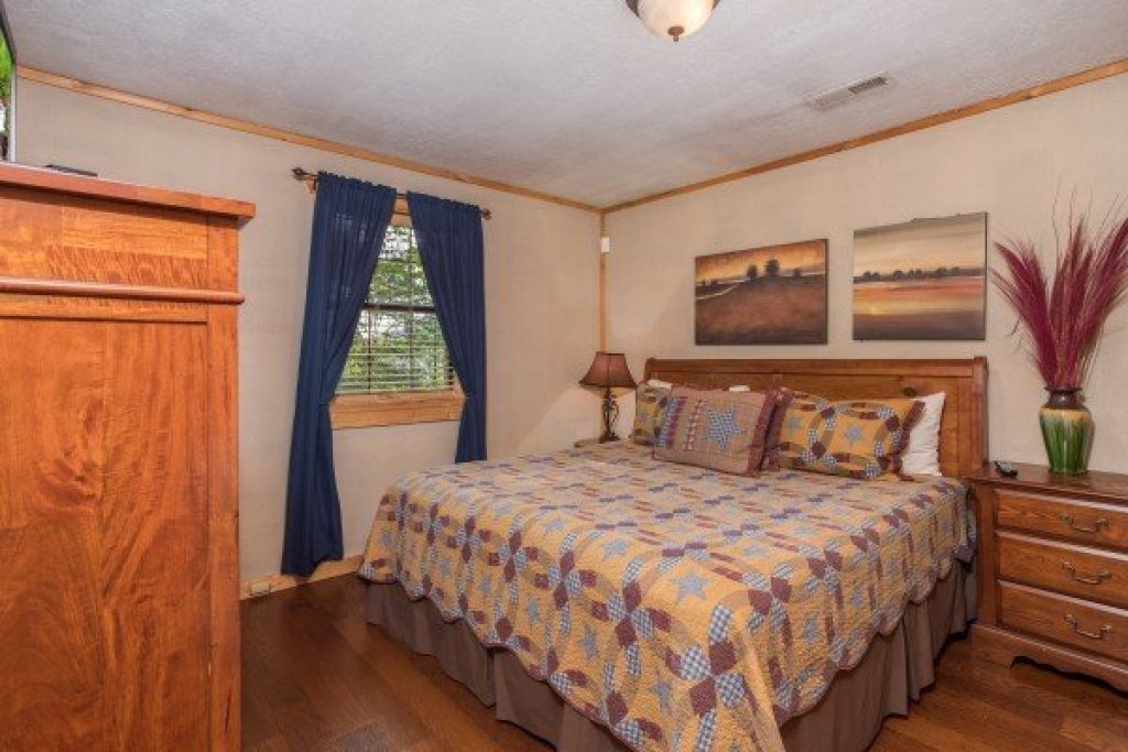 Photo of a Pigeon Forge Cabin named Patriot Pointe - This is the twenty-sixth photo in the set.
