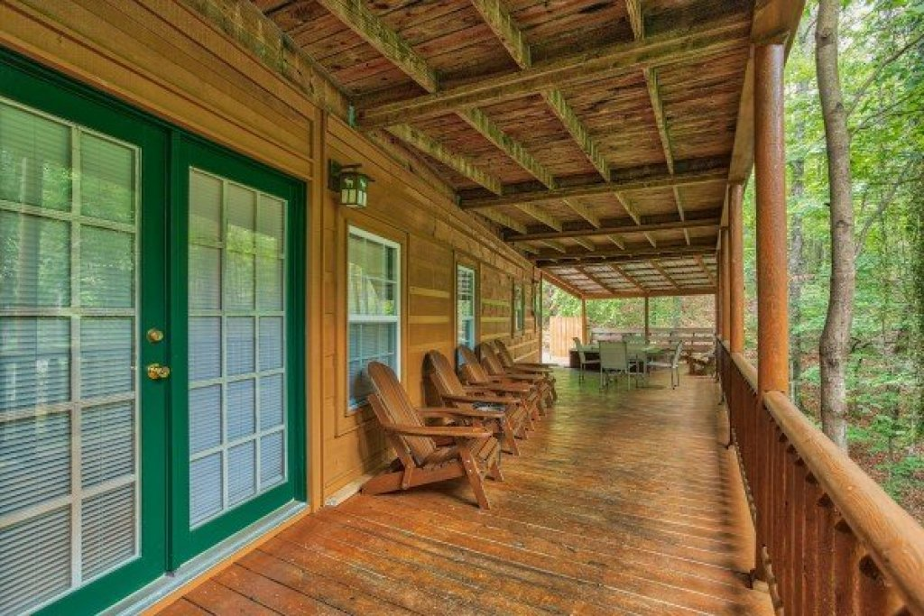 Photo of a Sevierville Cabin named Breezy Mountain Lodge - This is the thirty-second photo in the set.