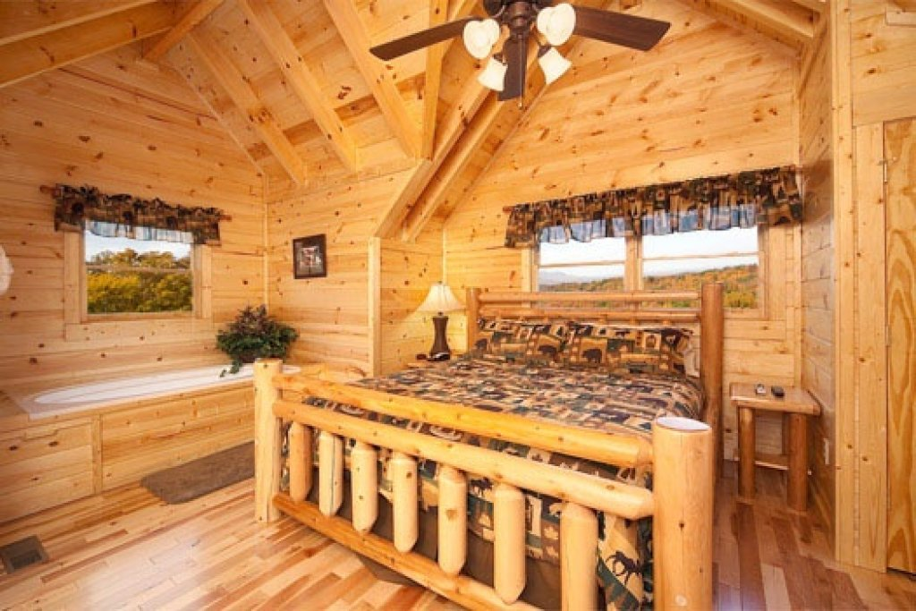 Photo of a Gatlinburg Cabin named Big Bear Cove - This is the thirteenth photo in the set.