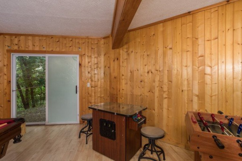 Photo of a Sevierville Cabin named Breezy Mountain Lodge - This is the thirteenth photo in the set.