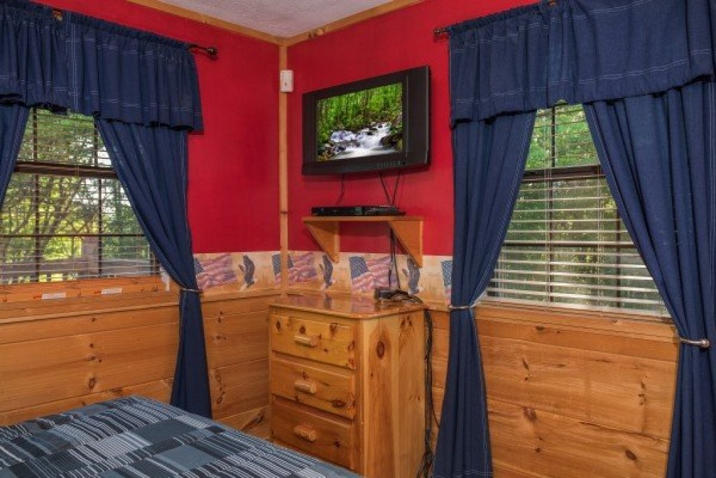 Photo of a Pigeon Forge Cabin named Patriot Pointe - This is the twentieth photo in the set.