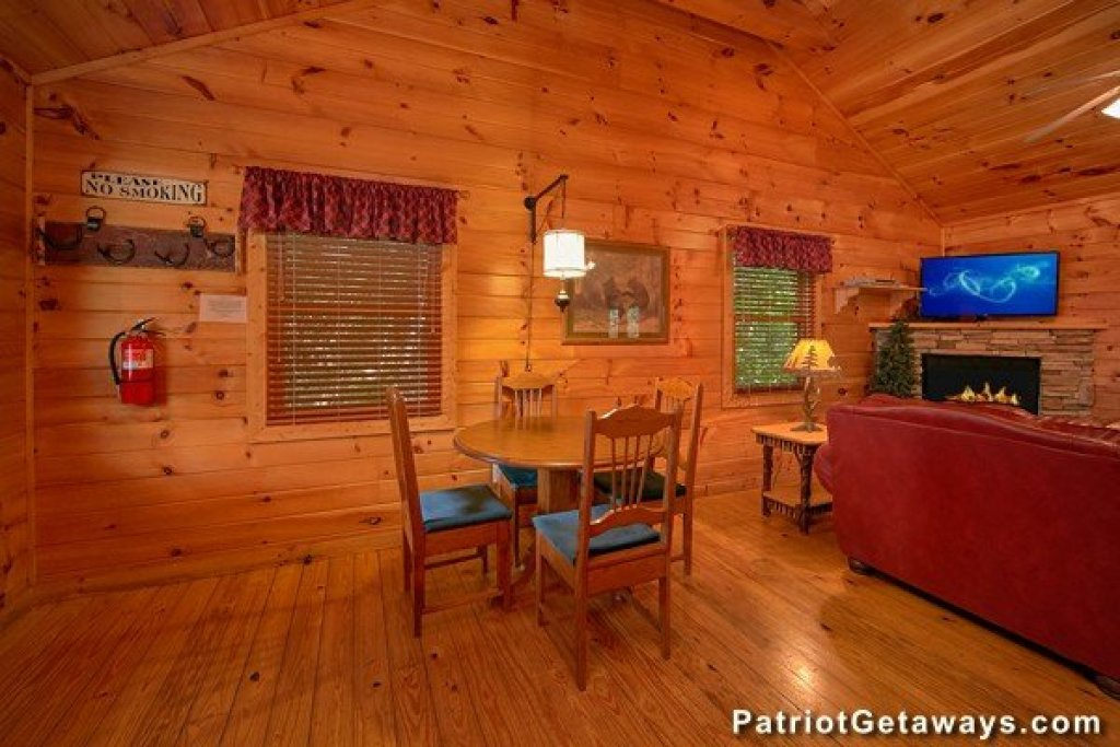 Photo of a Pigeon Forge Cabin named Bear House Retreat - This is the eighth photo in the set.