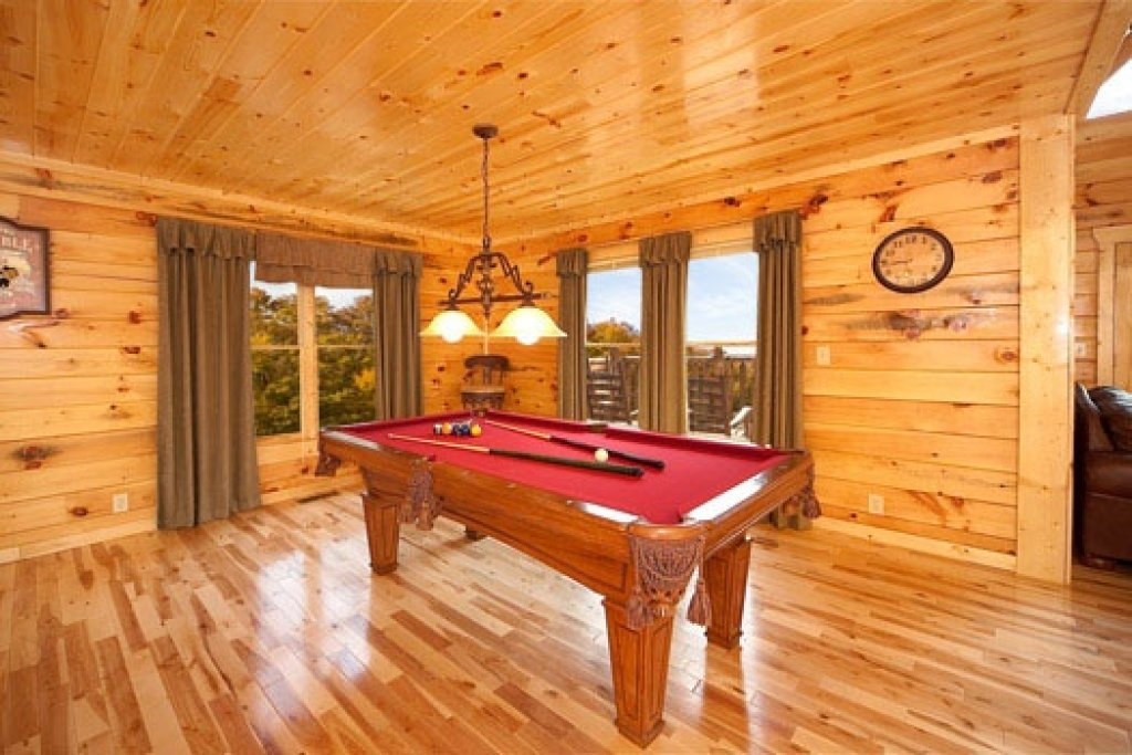 Photo of a Gatlinburg Cabin named Big Bear Cove - This is the fourth photo in the set.