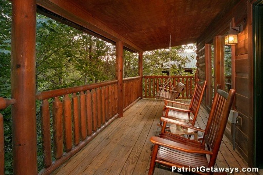 Photo of a Pigeon Forge Cabin named Bear House Retreat - This is the first photo in the set.