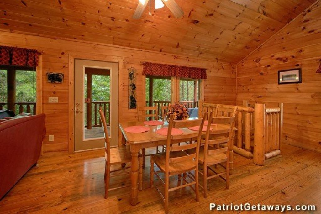 Photo of a Pigeon Forge Cabin named Bear House Retreat - This is the ninth photo in the set.