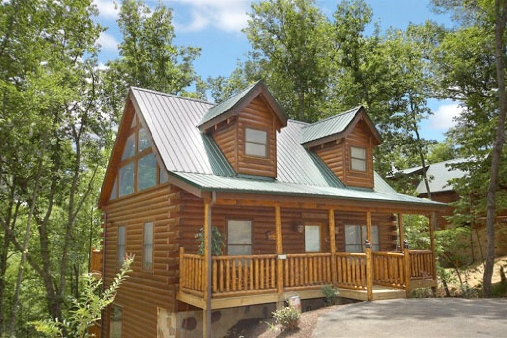 Photo of a Gatlinburg Cabin named Country Bear's Getaway - This is the second photo in the set.