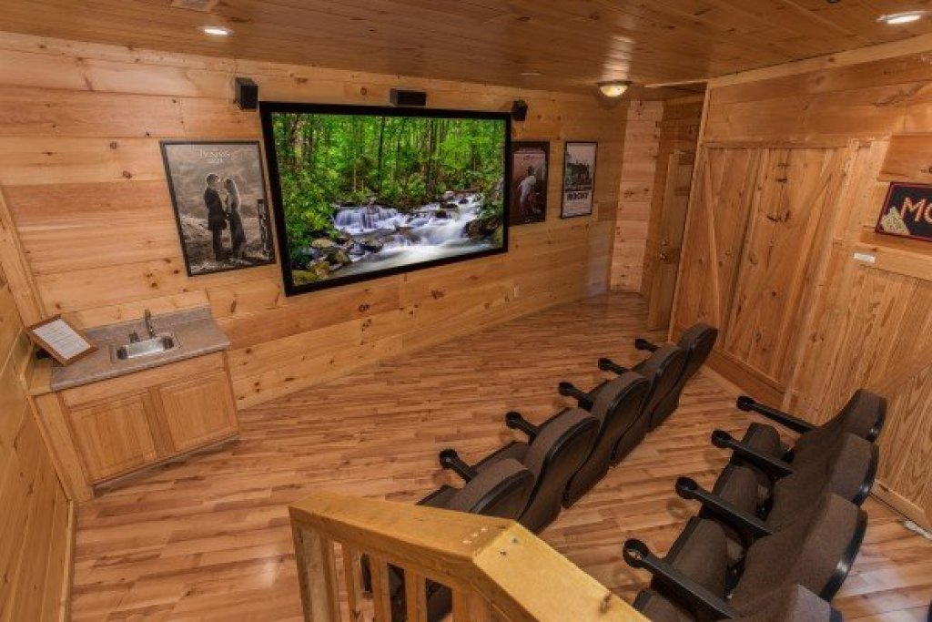 Photo of a Pigeon Forge Cabin named Patriot Pointe - This is the fourteenth photo in the set.