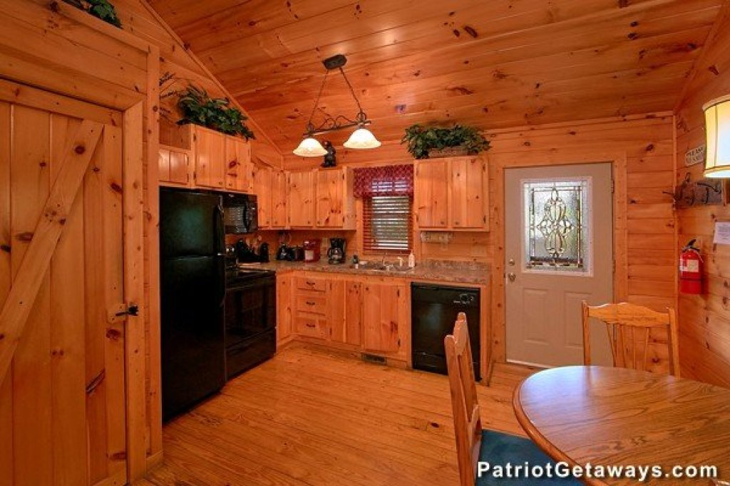Photo of a Pigeon Forge Cabin named Bear House Retreat - This is the tenth photo in the set.