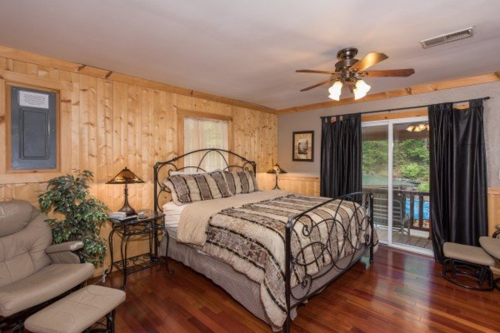 Photo of a Sevierville Cabin named Breezy Mountain Lodge - This is the forty-second photo in the set.
