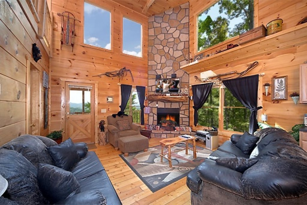 Photo of a Gatlinburg Cabin named 2 Lovin' Bears - This is the fifth photo in the set.