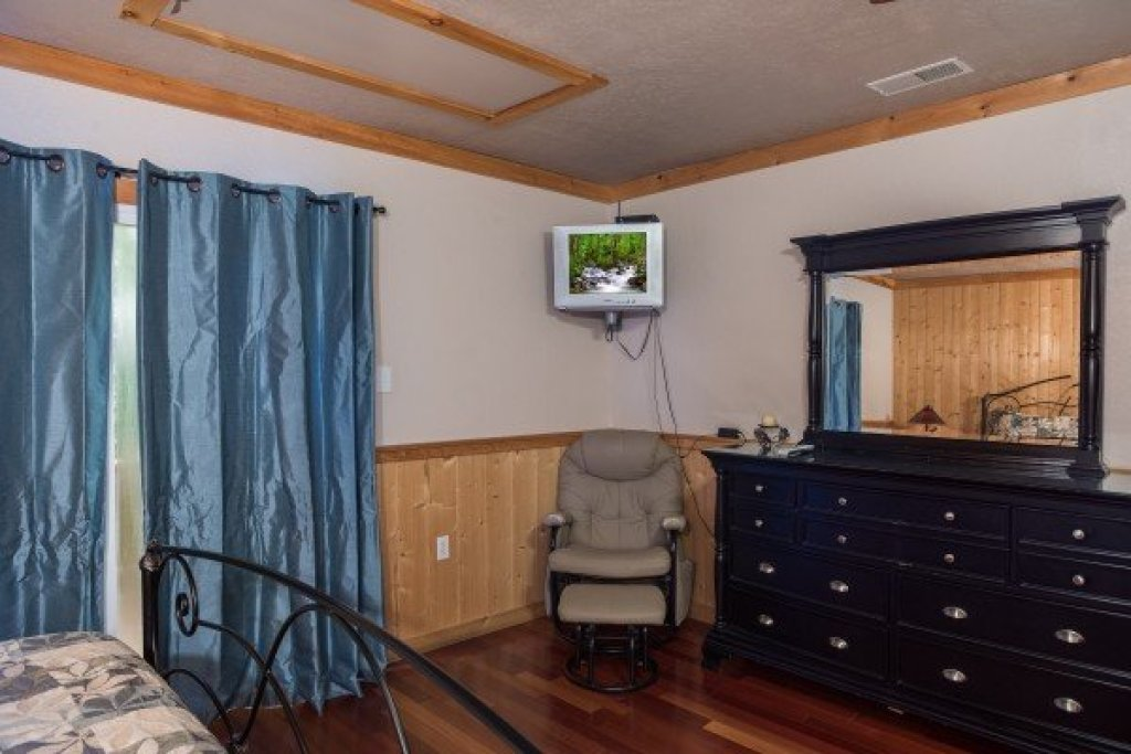 Photo of a Sevierville Cabin named Breezy Mountain Lodge - This is the thirty-ninth photo in the set.