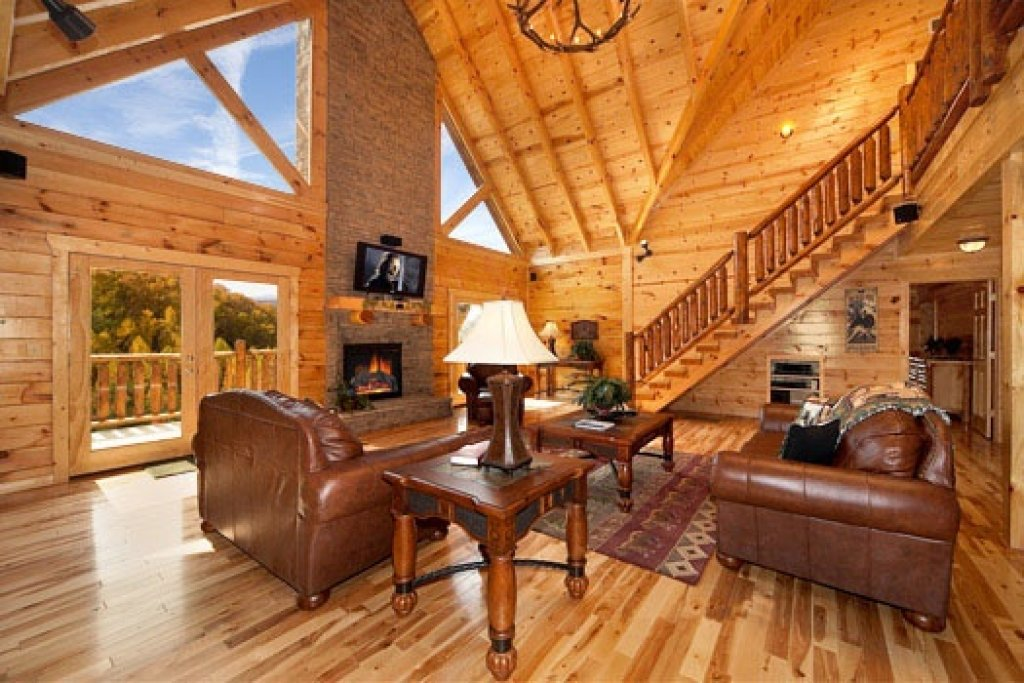 Photo of a Gatlinburg Cabin named Big Bear Cove - This is the third photo in the set.