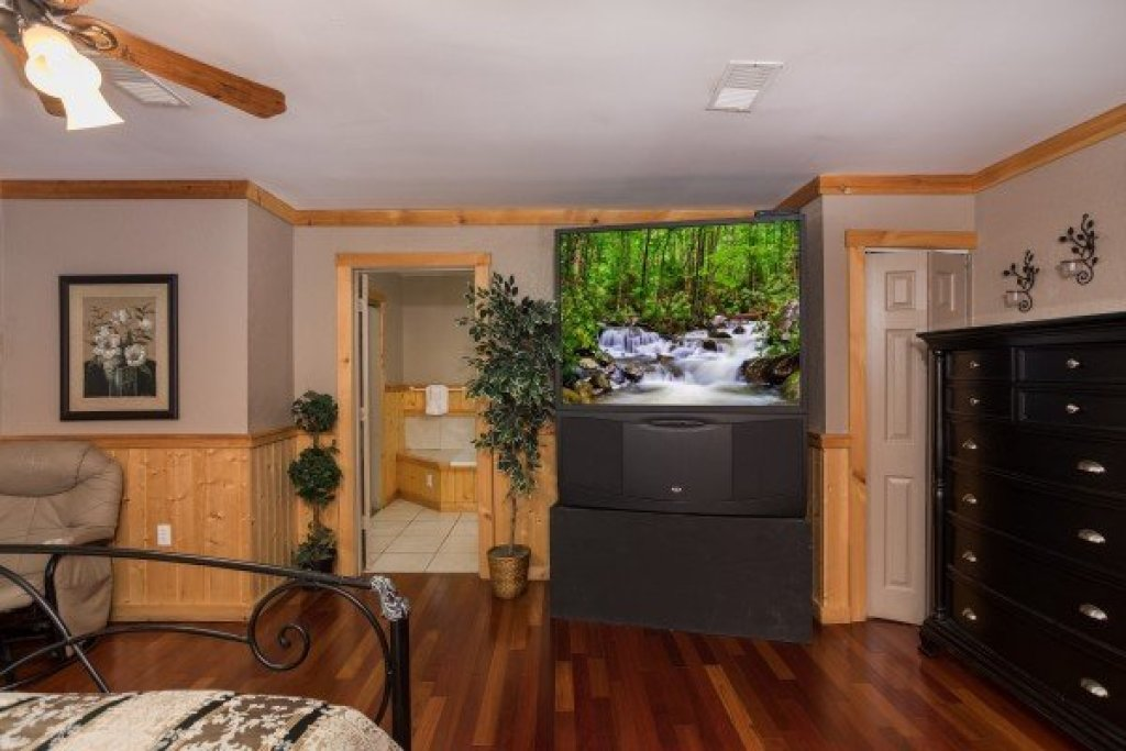 Photo of a Sevierville Cabin named Breezy Mountain Lodge - This is the forty-third photo in the set.