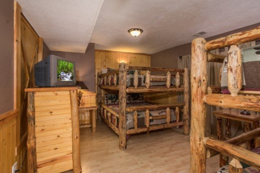 Photo of a Sevierville Cabin named Breezy Mountain Lodge - This is the thirty-first photo in the set.