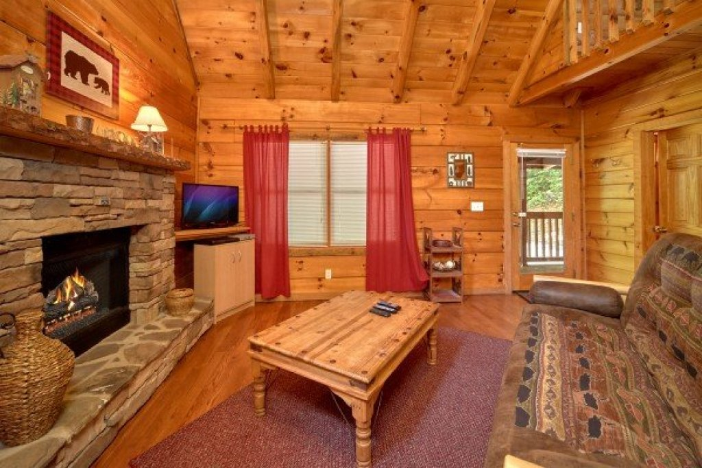 Photo of a Sevierville Cabin named Wild Crush - This is the third photo in the set.