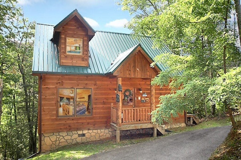 Photo of a Gatlinburg Cabin named 2 Lovin' Bears - This is the first photo in the set.