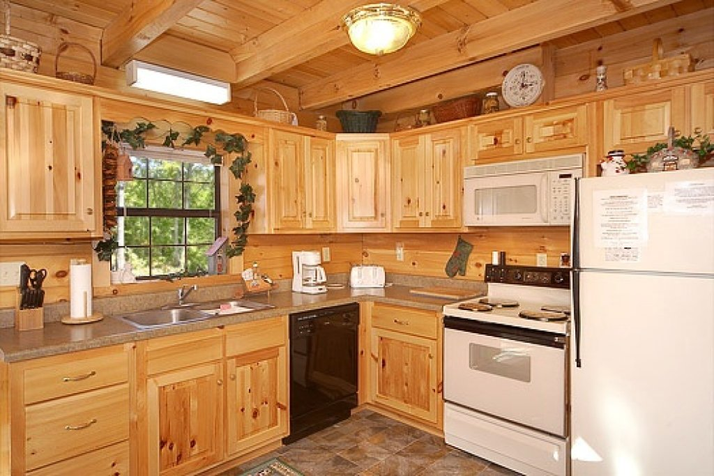 Photo of a Pigeon Forge Cabin named Shy Bear - This is the seventh photo in the set.