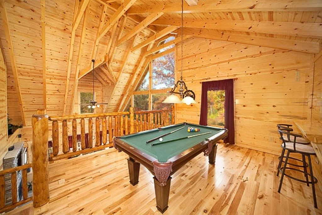 Photo of a Gatlinburg Cabin named Big Bear Falls - This is the third photo in the set.