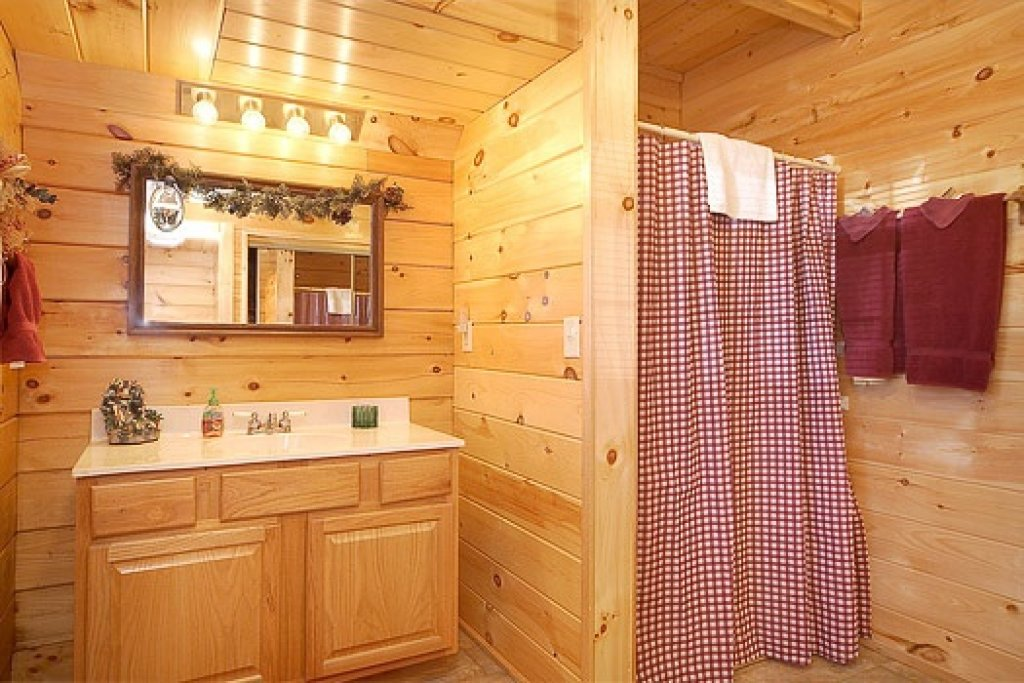 Photo of a Pigeon Forge Cabin named Shy Bear - This is the thirteenth photo in the set.