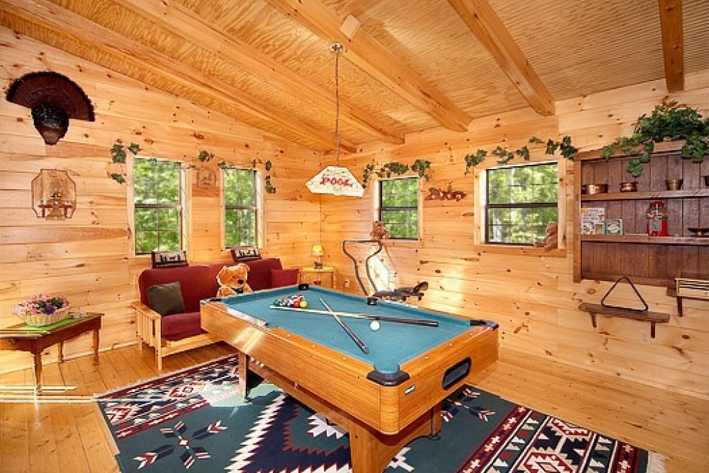 Photo of a Pigeon Forge Cabin named Shy Bear - This is the fourth photo in the set.