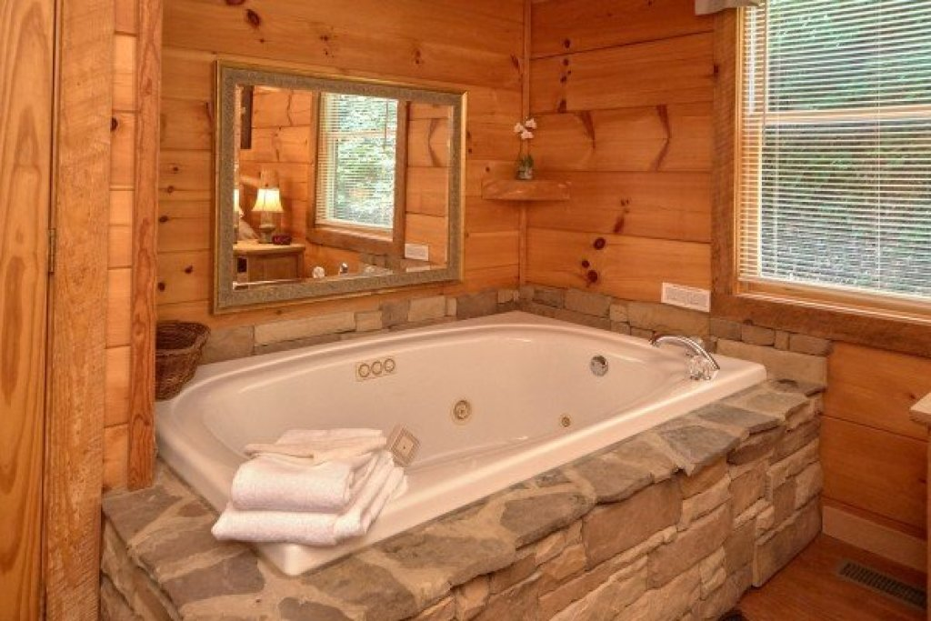 Photo of a Sevierville Cabin named Wild Crush - This is the ninth photo in the set.