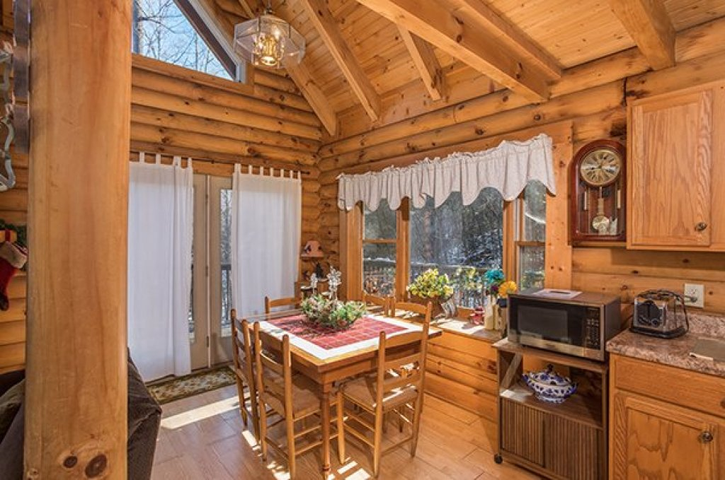 Photo of a Sevierville Cabin named Sierra's Mountain Retreat - This is the fourth photo in the set.