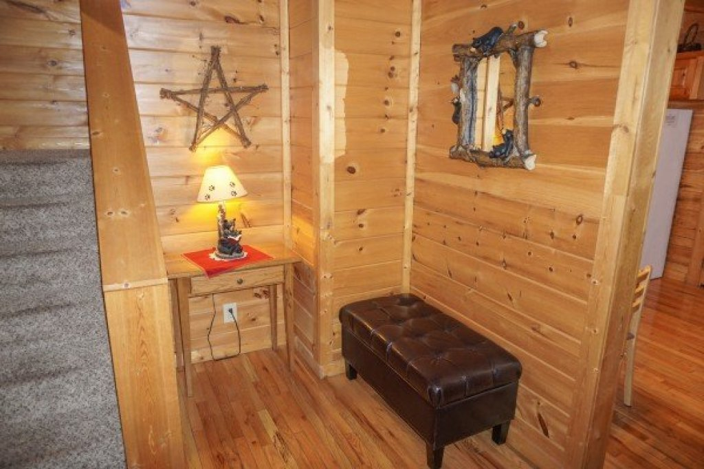 Photo of a Pigeon Forge Cabin named Bearly Mine - This is the eleventh photo in the set.