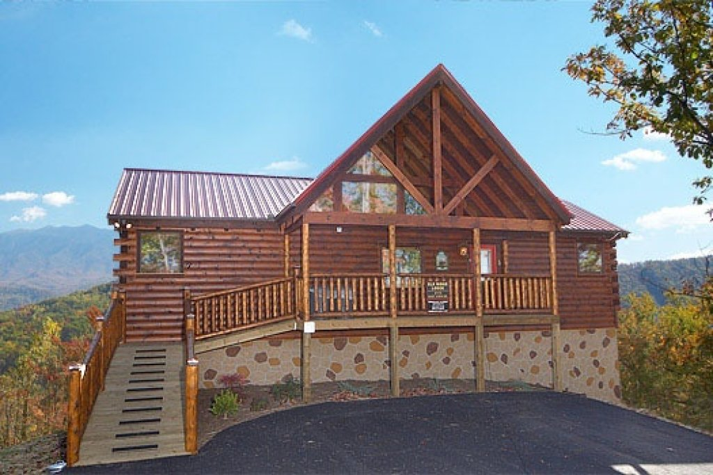 Photo of a Gatlinburg Cabin named Elk Ridge Lodge - This is the first photo in the set.