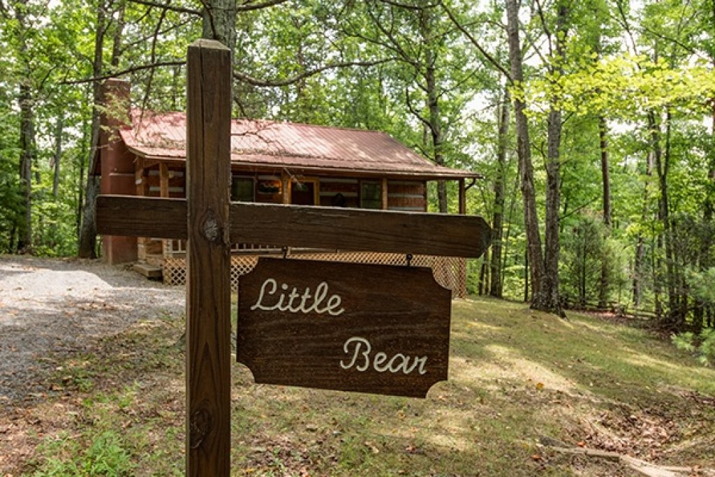 Photo of a Sevierville Cabin named Little Bear - This is the first photo in the set.