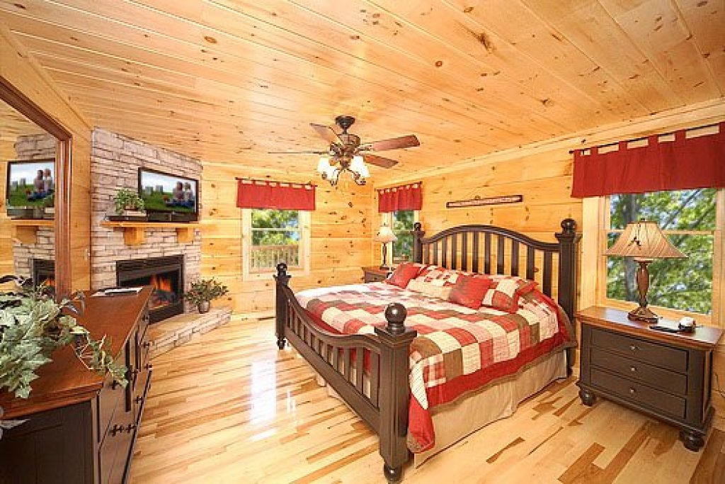 Photo of a Sevierville Cabin named Moonbeams & Cabin Dreams - This is the seventh photo in the set.