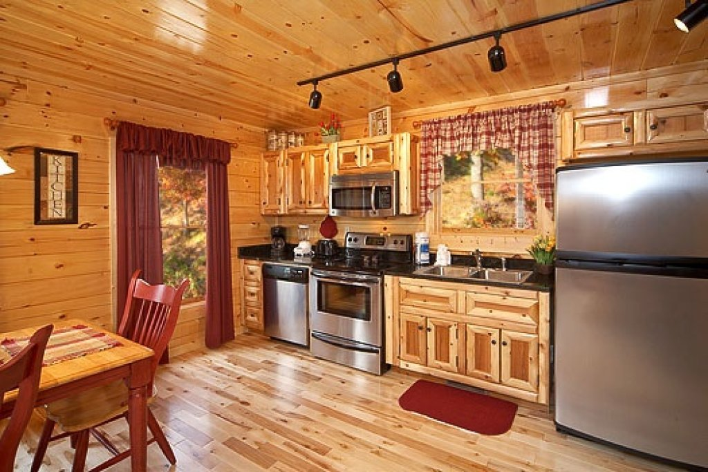 Photo of a Gatlinburg Cabin named Big Bear Falls - This is the sixth photo in the set.