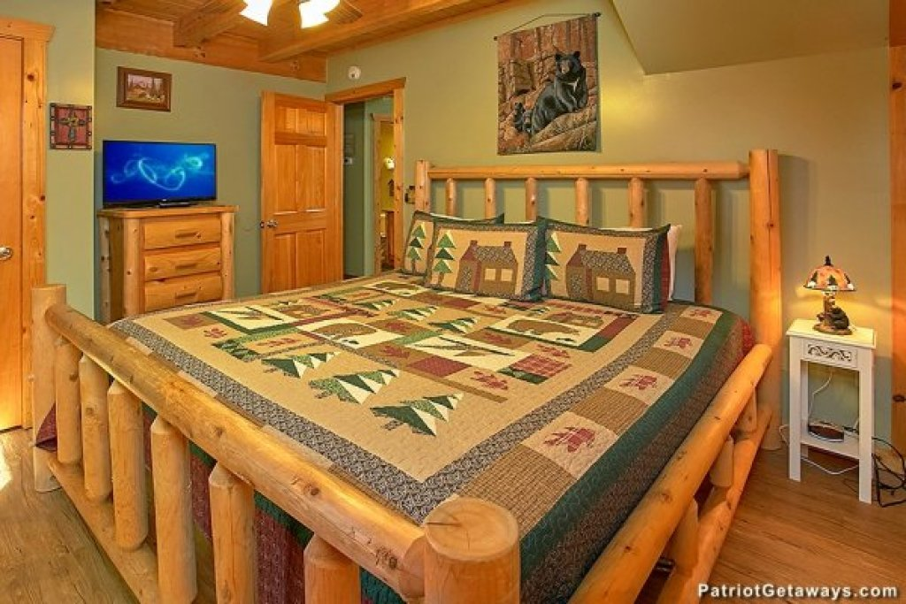 Photo of a Pigeon Forge Cabin named Picture Perfect Hideaway - This is the eighth photo in the set.