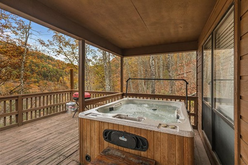 Photo of a Pigeon Forge Cabin named Papa Bear - This is the seventh photo in the set.