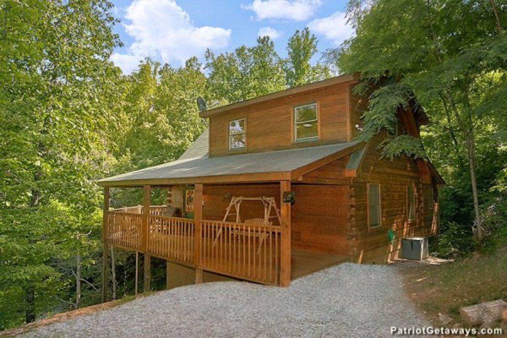 Photo of a Pigeon Forge Cabin named Picture Perfect Hideaway - This is the second photo in the set.