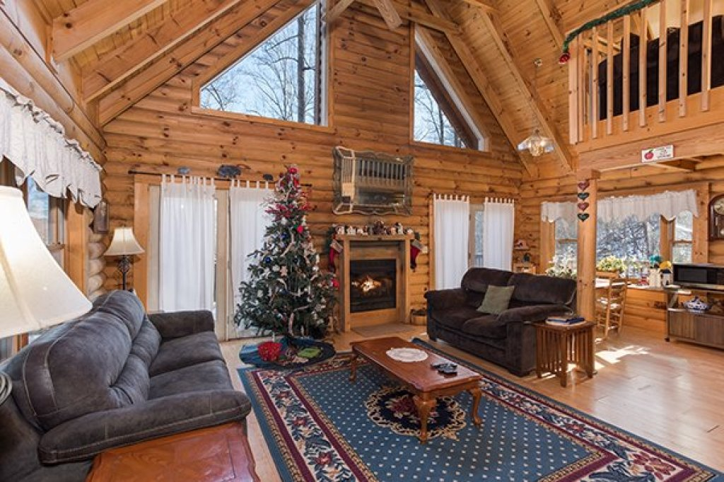 Photo of a Sevierville Cabin named Sierra's Mountain Retreat - This is the second photo in the set.
